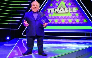Warwick Davis returns for a second series of this fun game show offering cash prizes to a team of five if they can fill in the blanks of several wildly differing top ten lists.