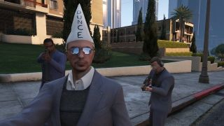 A GTA Online player models the dunce cap.