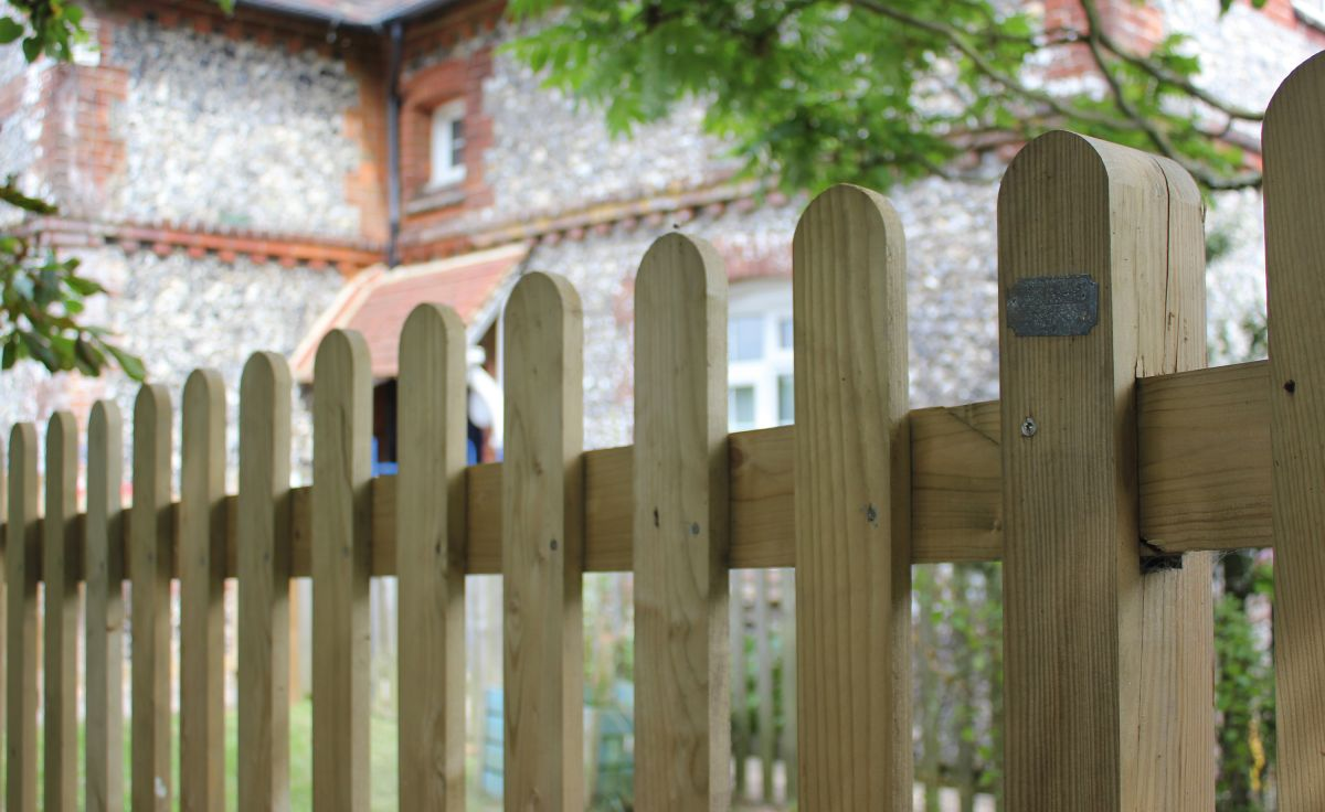 Garden Fence Ideas 14 Stylish Designs