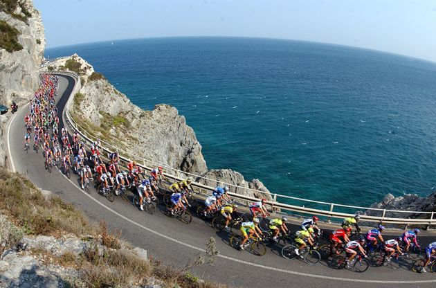 the peloton in the 2003 milan san remo