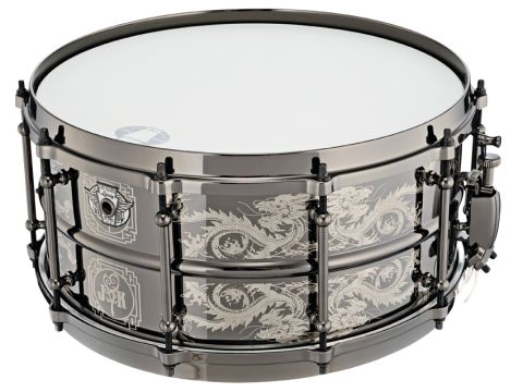The Joey Kramer snare looks fantastic and is refined, capable of a wide tuning and dynamic range.