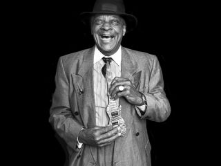 Hubert Sumlin at home in New Jersey in 2007