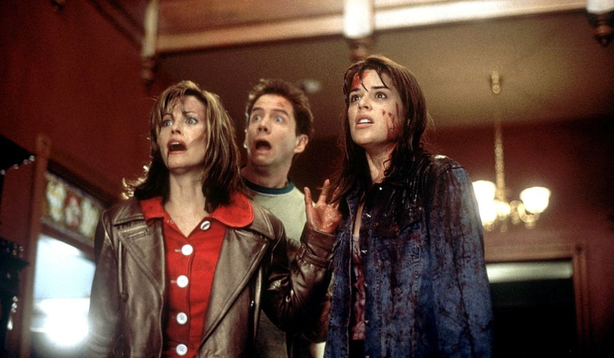 Scream Courtney Cox Jamie Kennedy and Neve Campbell freaked out in a lobby