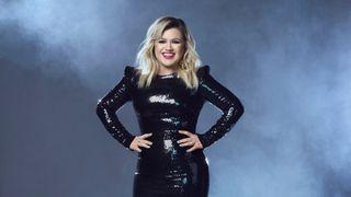 Kelly Clarkson to host the 2020 Billboard Music Awards Oct. 14