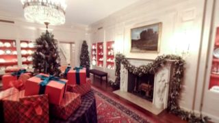 Take a tour of the White House s Christmas decorations thanks to VR