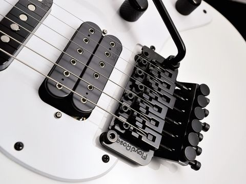 A classic DiMarzio Super Distortion is fitted in the bridge