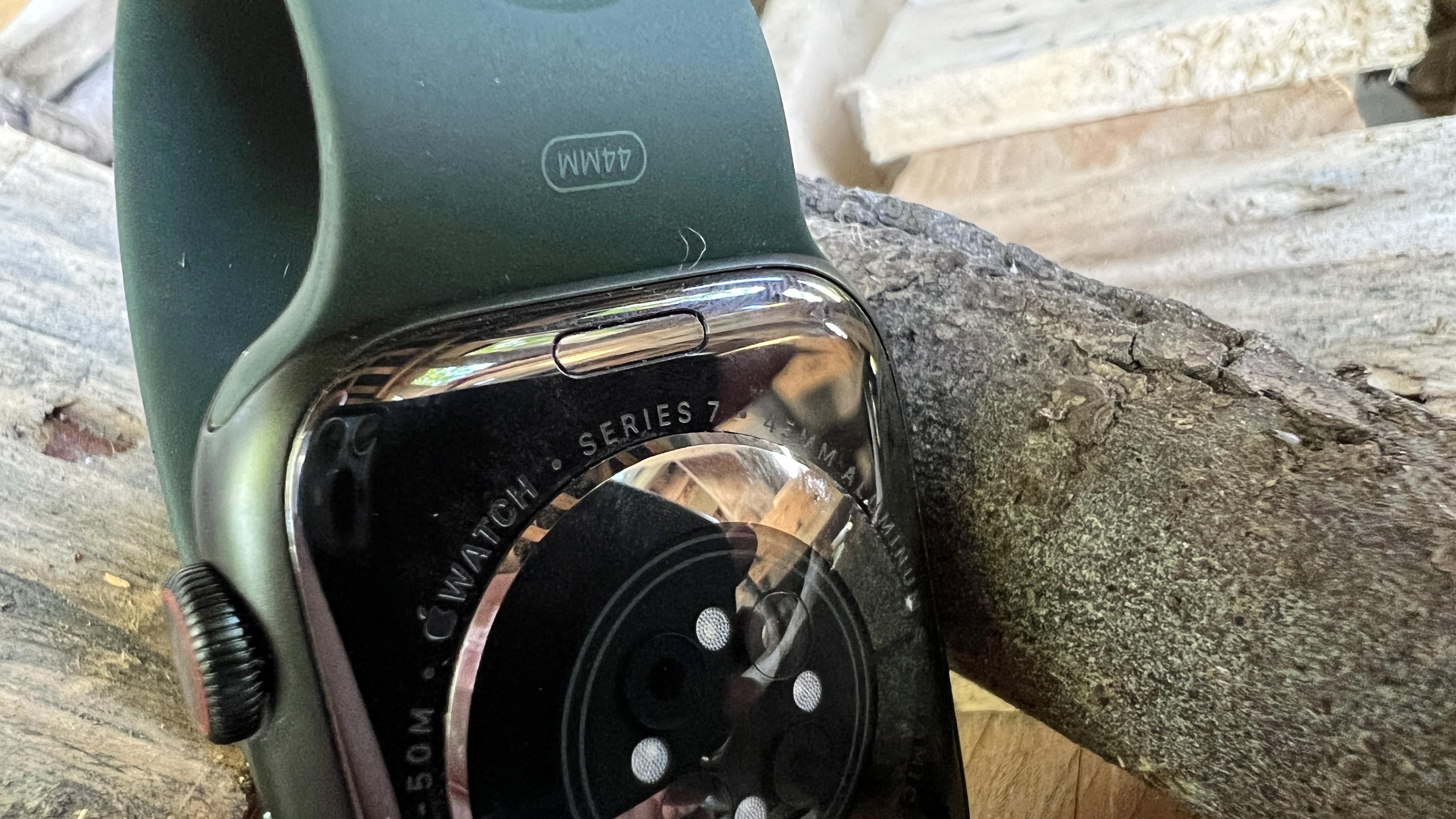 Apple Watch 7 in outdoor test