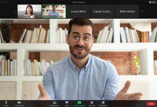 Teacher using Zoom focus mode in online lesson
