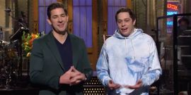 John Krasinski And Pete Davidson Kissed On Saturday Night Live And Office Fans Were Into It