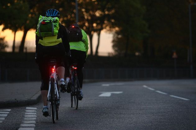 Making hi-vis clothing compulsory for cyclists does not reduce number of  crashes 1ca08c56a
