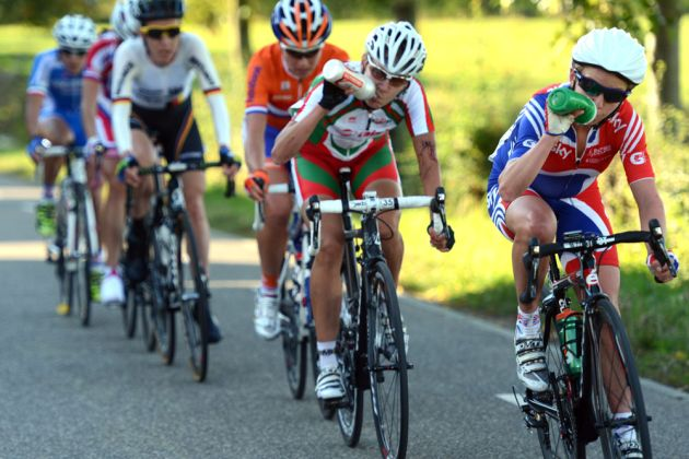 Emma Pooley chases, Women's road race, Road World Championships 2012