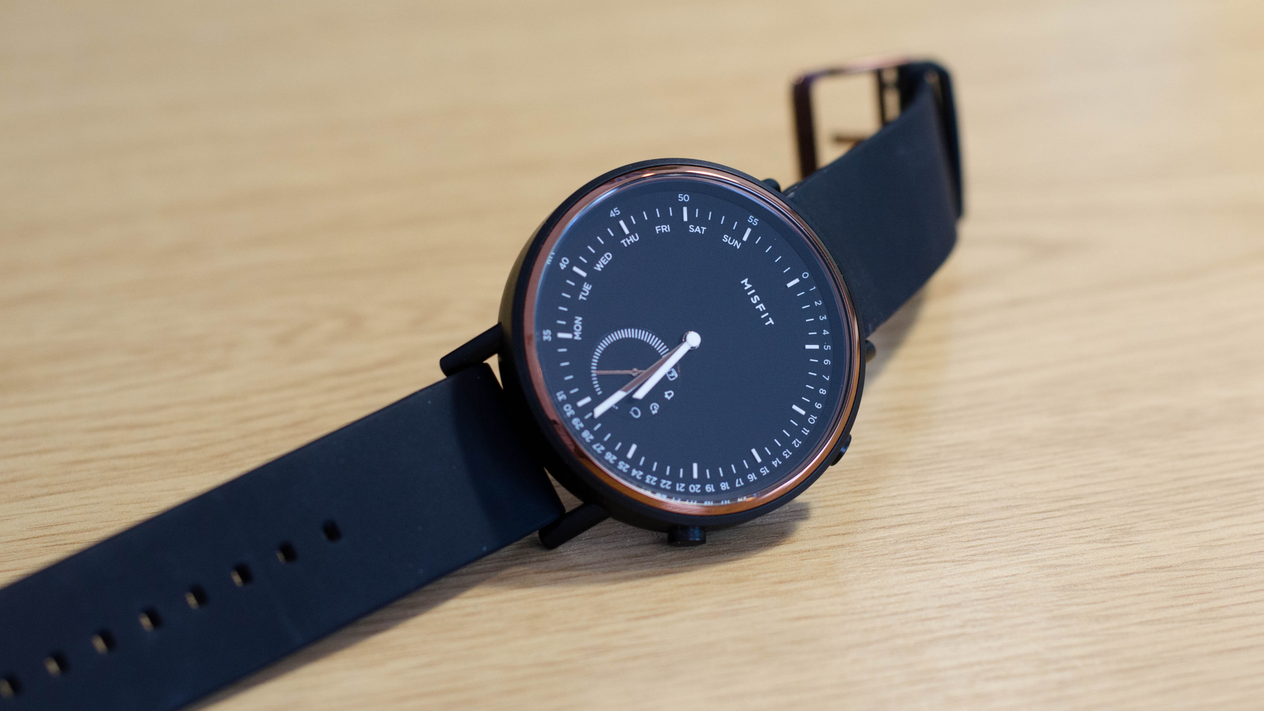 Meet the Misfit Command, a subtle and stylish wearable with notifications, fitness tracking and a battery that lasts a whole year.