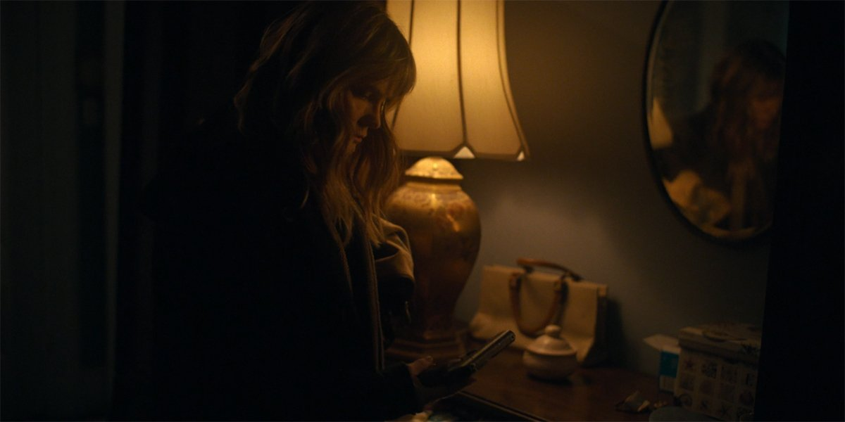 Jennifer Jason Leigh Darla gets Amanda's gun in Lisey's Story
