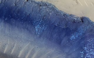 Landslides on Mars Spotted from Space in Amazing NASA Photo