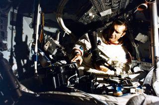 obituary richard dick gordon astronaut