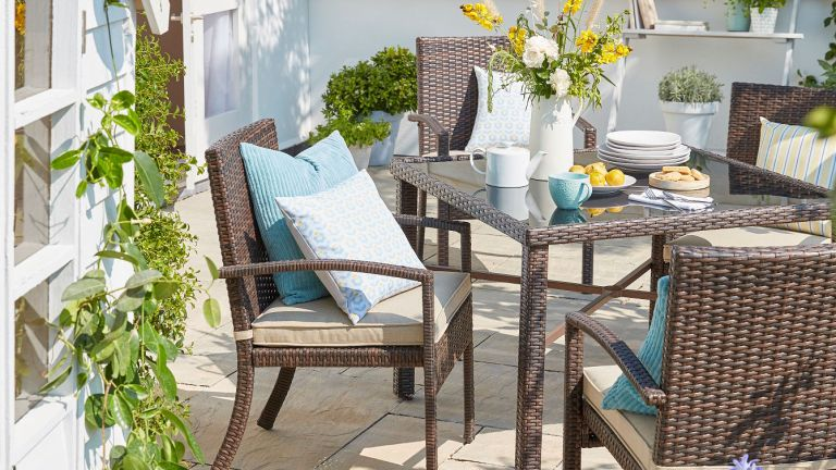 Asda garden furniture: Jakarta set in garden