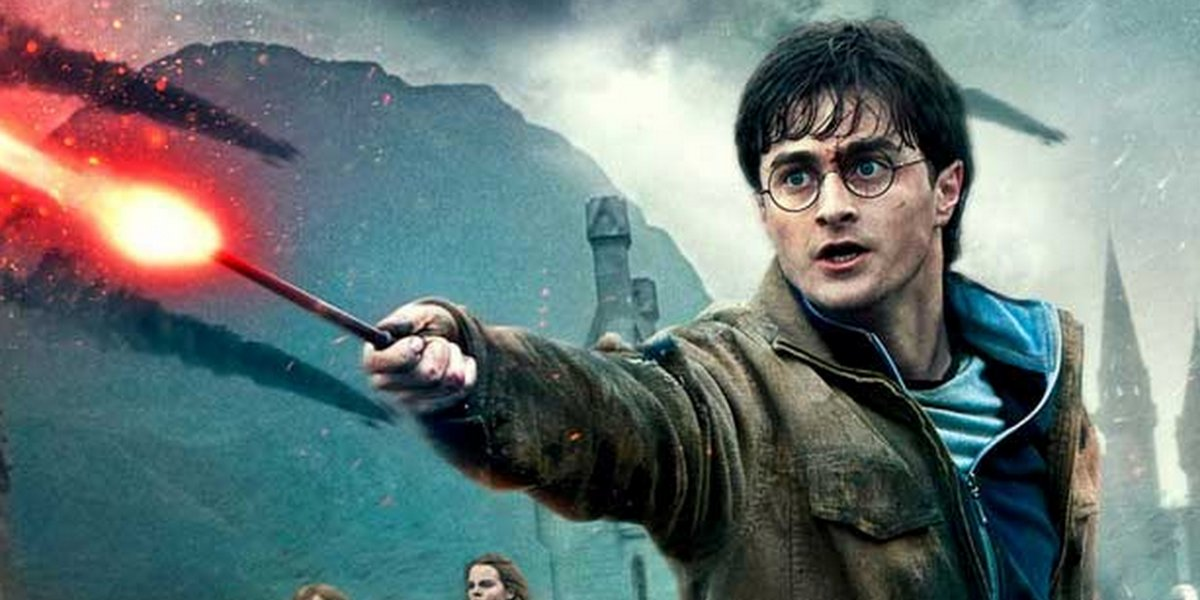 Harry Potter and the Deathly Hallows Part II Daniel Radcliffe using his wand mid-battle