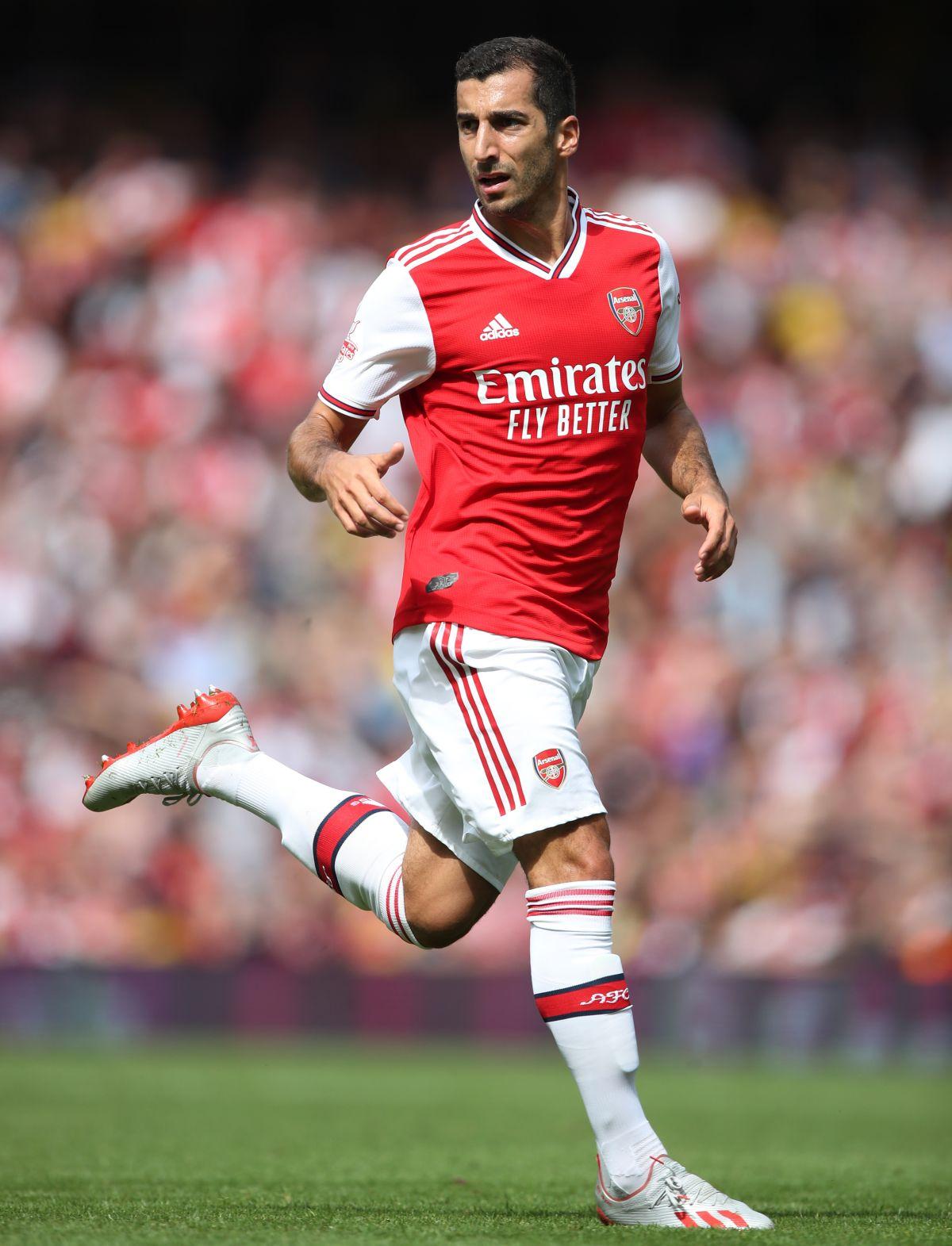 Arsenal midfielder Henrikh Mkhitaryan to remain at Roma