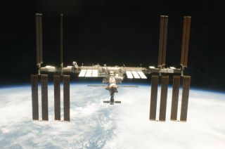 Shuttle Discovery Closes In On Space Station