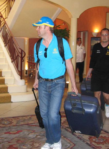 Astana leave team hotel Tour de France 2007