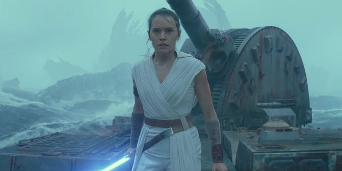 Looks Like Marvel's Star Wars Comic Is Trying To Link Luke To Rey's Rise Of Skywalker Lightsaber