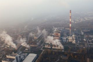 Factory emits CO2 into the atmosphere