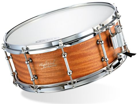 In keeping with the vintage style, Heritage snares have twin-point mounted tube lugs.
