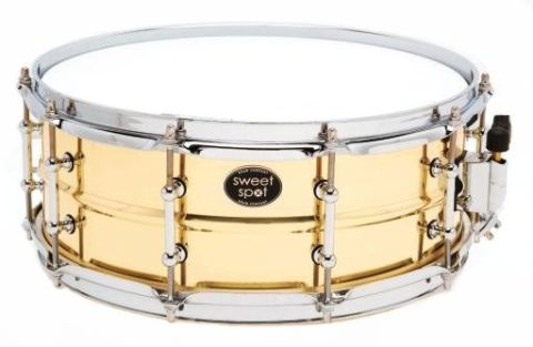 The snare features 10 double-ended tube lugs.