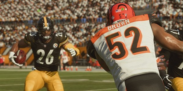 A play unfolds in Madden.