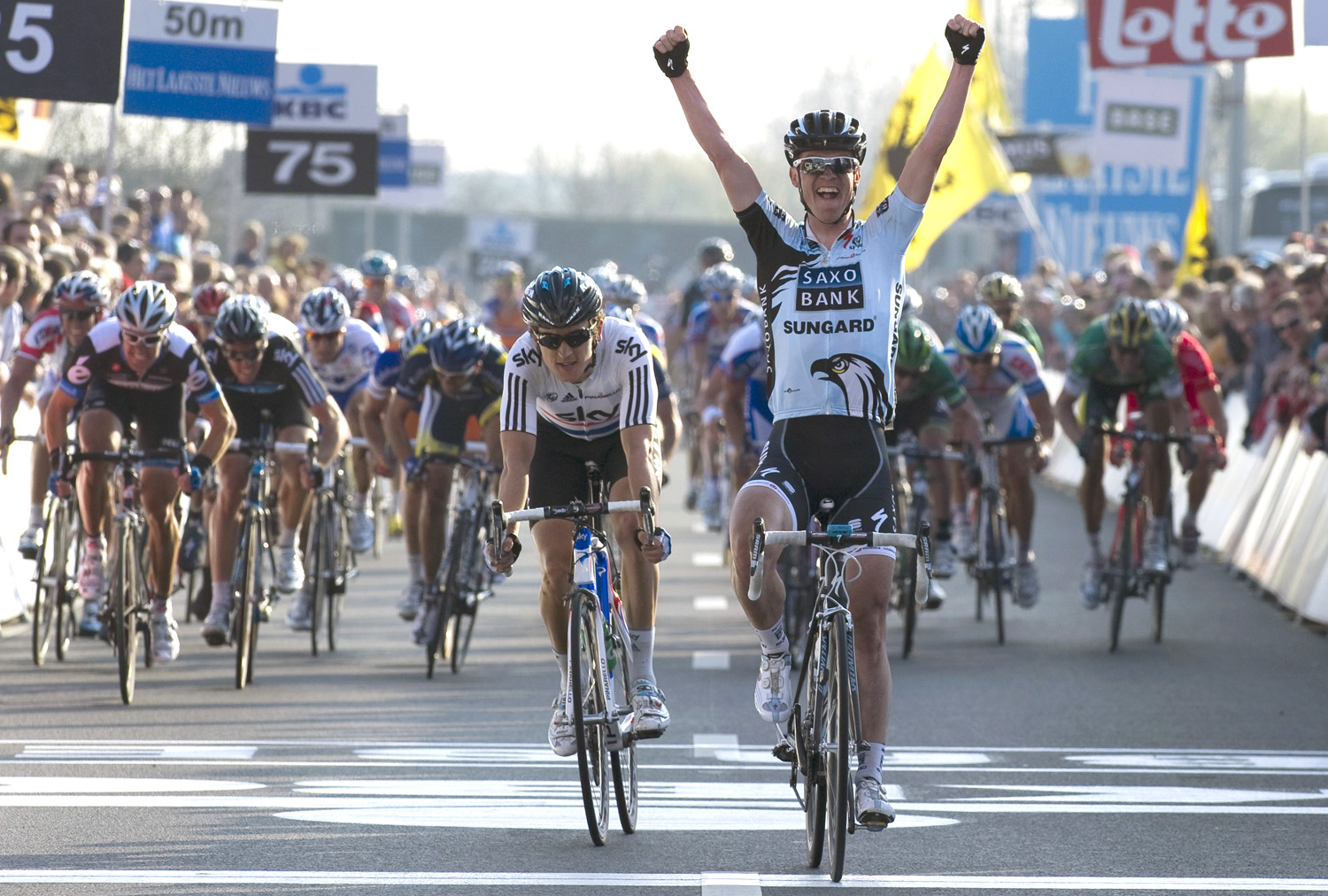 Nick Nuyens wins as Geraint Thomas places second in Dwars door Vlaanderen 2011