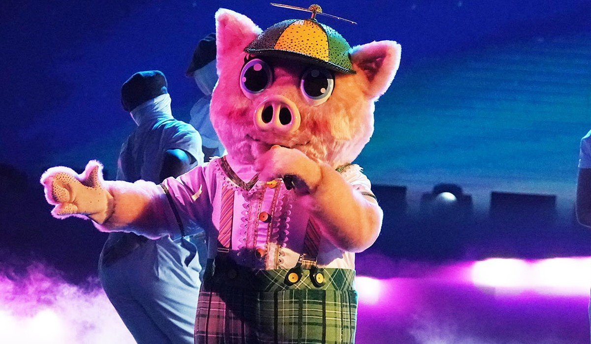 Piglet singing on The Masked Singer Fox