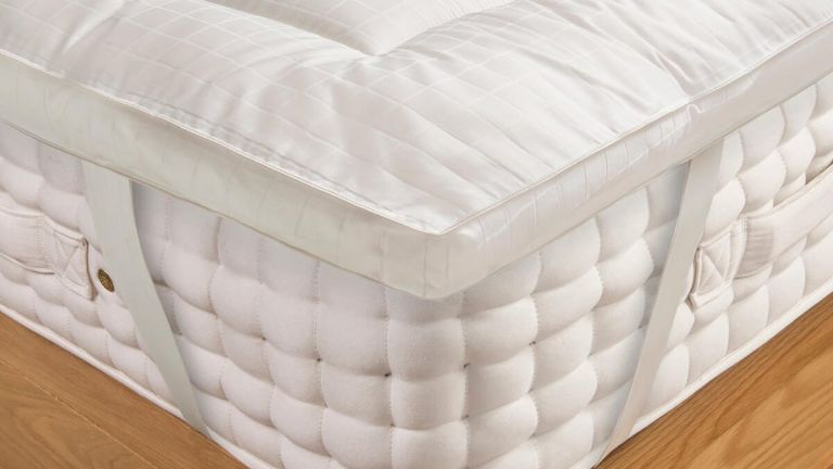 Soak&Sleep Soft as Down Silk mattress topper review