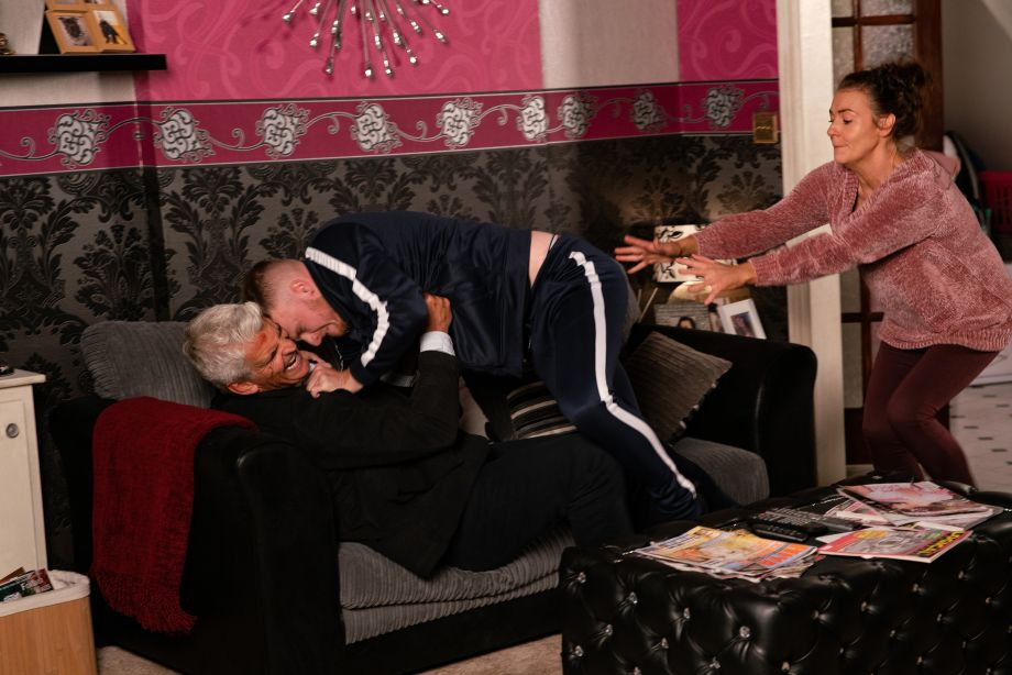 Coronation Street spoilers: Tyler attacks Robert Preston!