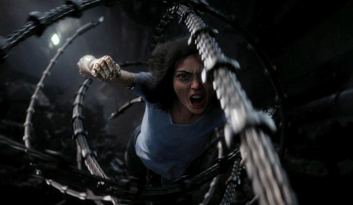 Alita: Battle Angel Alita fights through Grewishka's tentacles