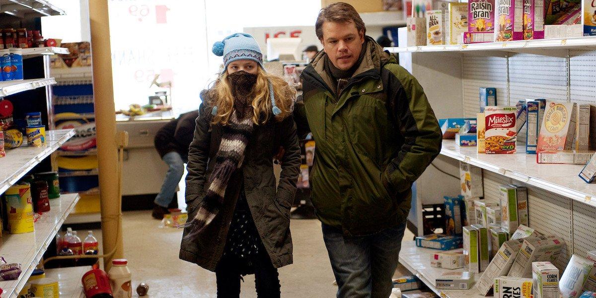 Matt Damon in grocery store in Contagion