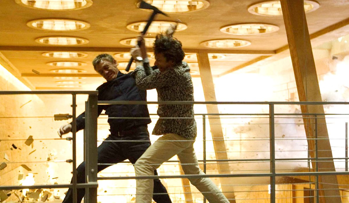 Quantum Of Solace Bond and Greene fight on a walkway in a burning hotel
