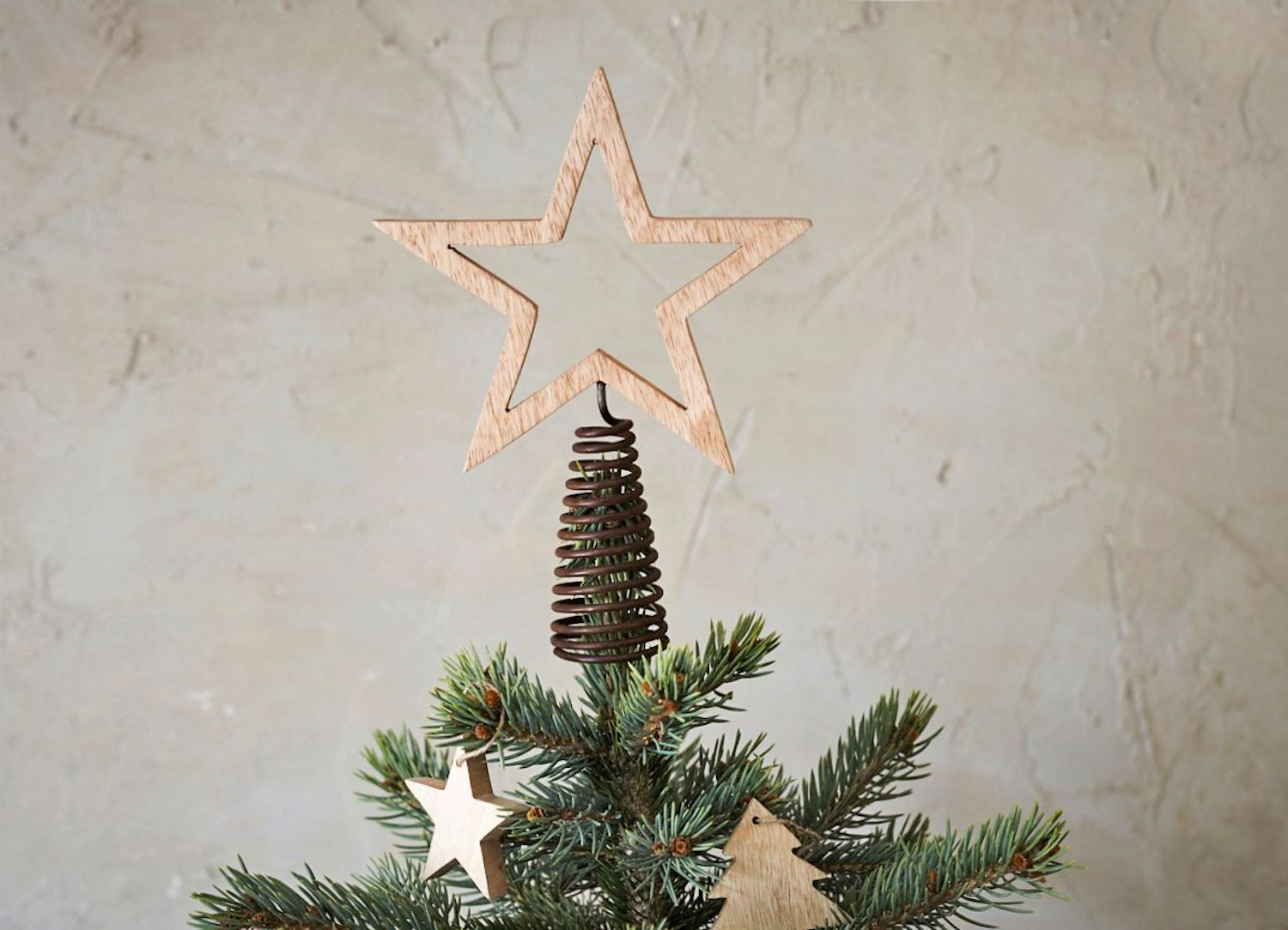 The Best Christmas Tree Toppers To Make Your Tree Sparkle Livingetc