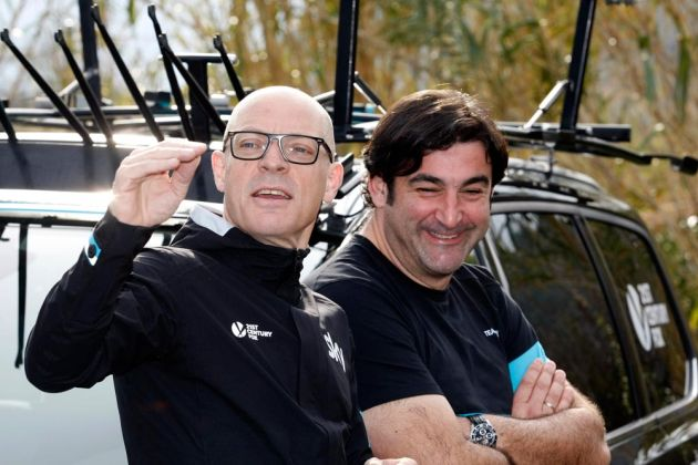 Team Sky top man Sir Dave Brailsford looked relaxed at the Challenge Mallorca during the weekend's racing. What's really going on in this photo? We're not quite sure.