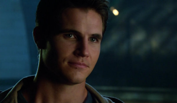 Robbie Amell The Flash Nightwing