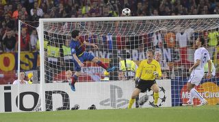Messi header Man United