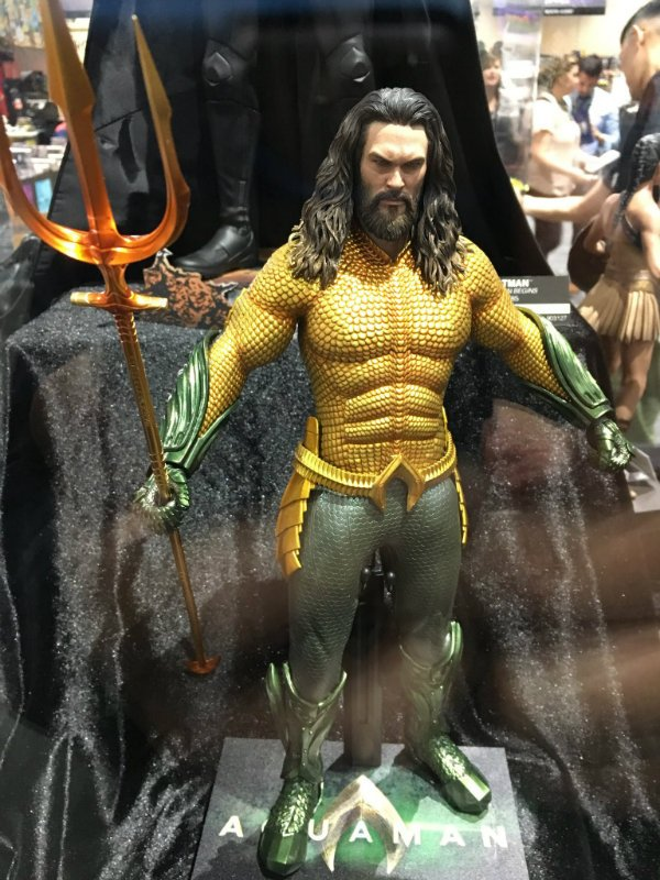 aquaman suit dc comic-con hot toys jason momoa