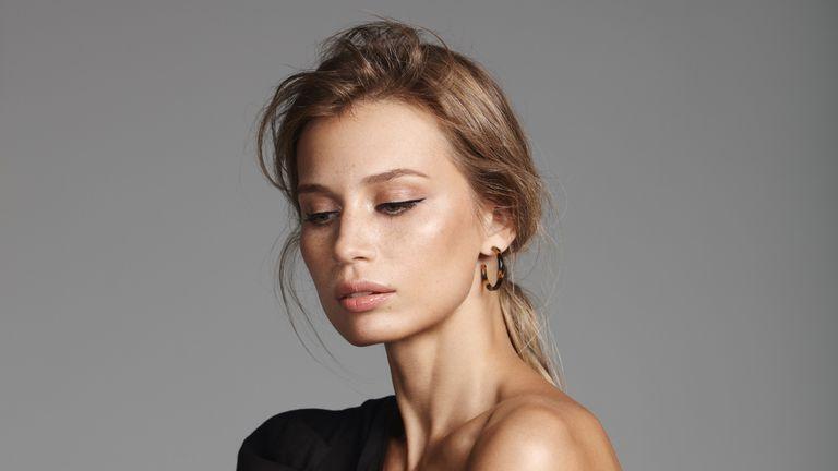 woman with feline eyeliner