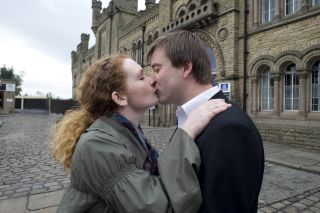 John Stape kisses Fiz after being released from prison in Coronation Street 2009