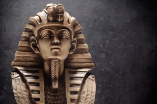 A stone statue of King Tutankhamun's death mask.