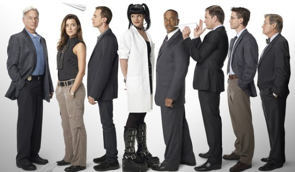 NCIS the cast lined up for a funny group photo