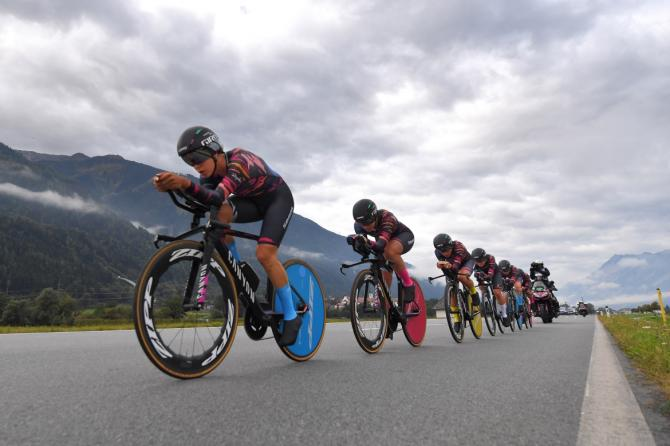 Canyon-SRAM en route to Worlds team time trial gold.
