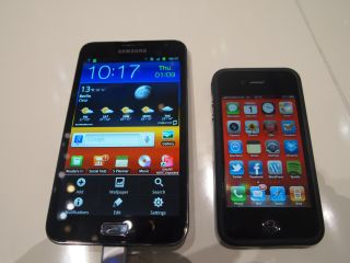 Samsung Galaxy Note vs iPhone 4
