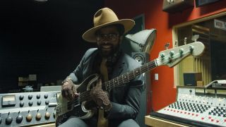 Fender Adrian Younge Master Built bass