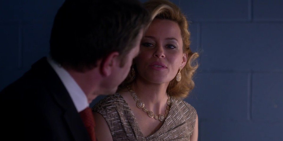 Elizabeth Banks and John Michael Higgins in Pitch Perfect