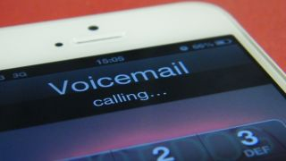 Visual voicemail comes to EE's 4G iPhone 5